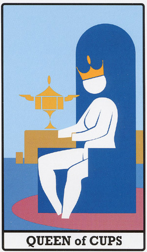 INTERNATIONAL ICON TAROT A - QUEEN OF CUPS
